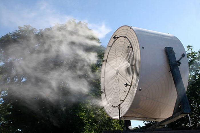 вентилятор удаляет дым