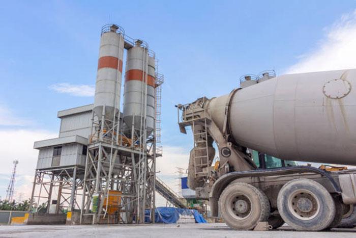 загрузка бетона на заводе